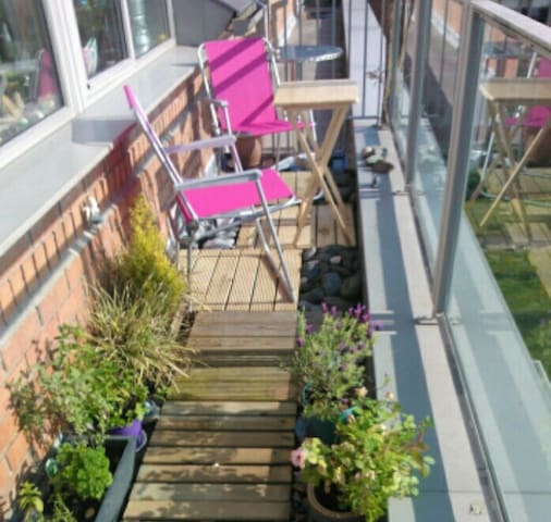 Sunny top floor apartment w/balcony - Donabate - Apartament