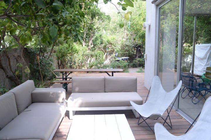 Holiday home with swimming pool Herzliya Pituach