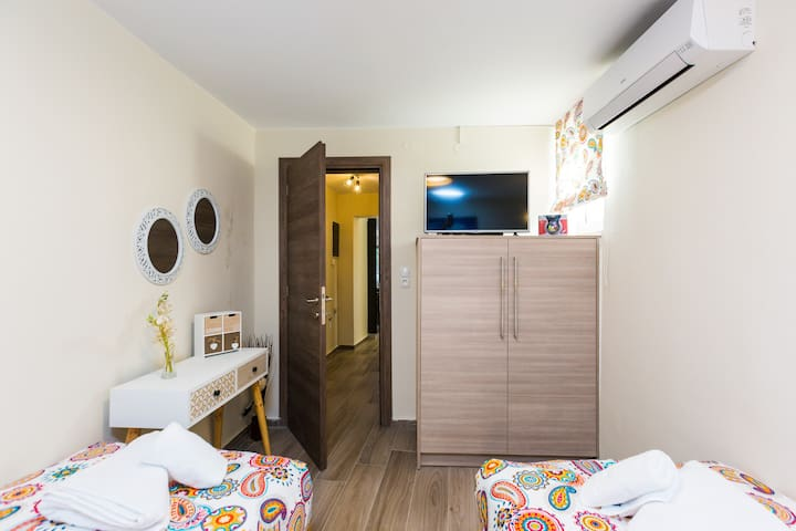 Bedroom with two single beds , closet and HDTV on the ground floor
