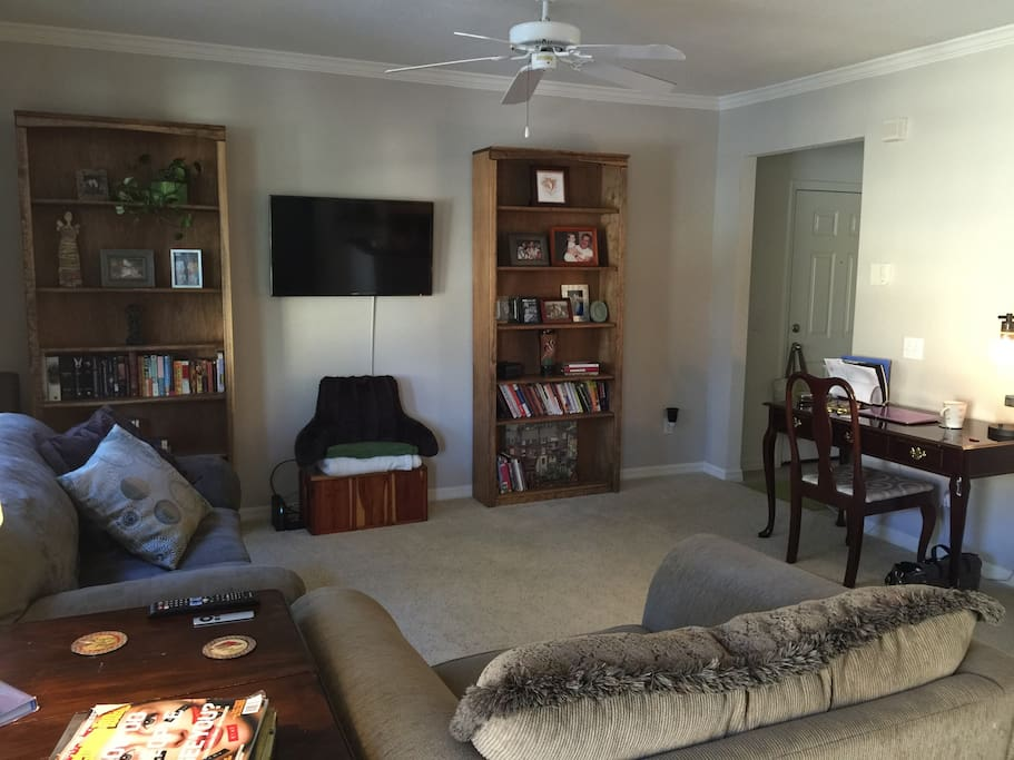 Living room with work desk and access to television - Netflix, Hulu, HBO NOW, Apple T.V.
