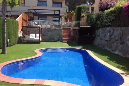 Preciosa casa con piscina privada cerca del mar. - Talo