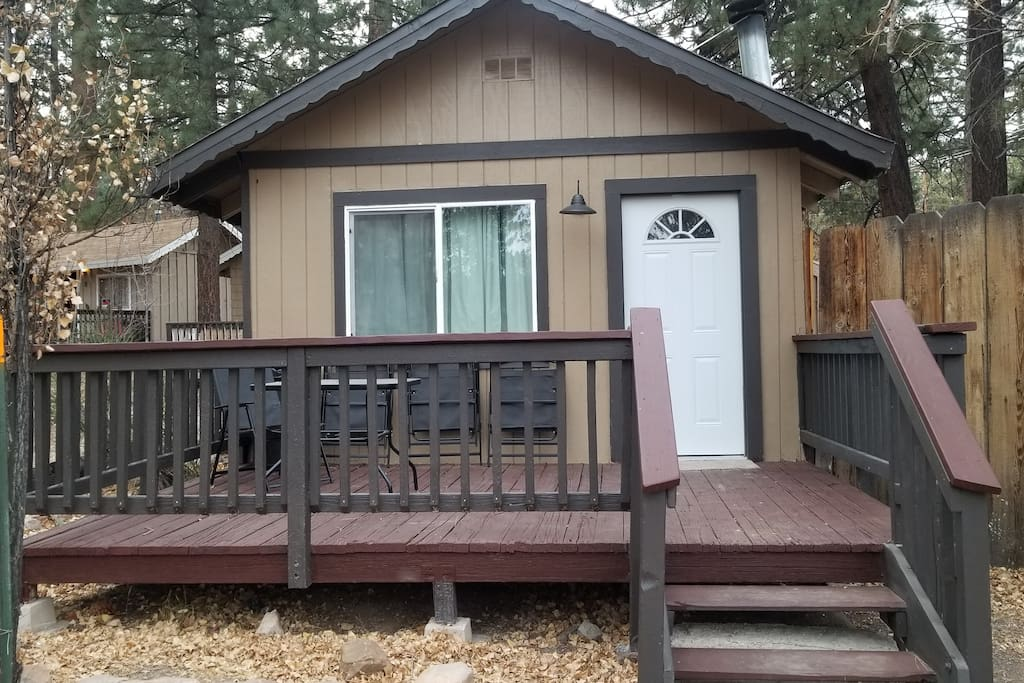 Walk to the village studio cabins for rent in big bear for Cabins for rent in big bear lake ca