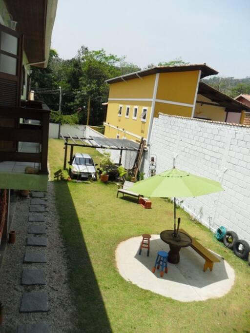 Quintal e Garagem ao fundo