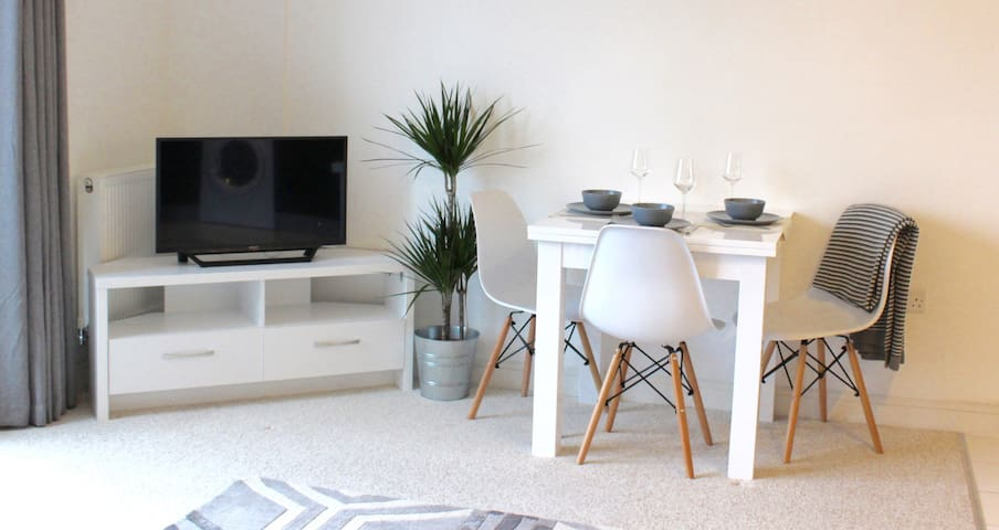Beautiful 2 Bedroom Apartment - Southampton - Lägenhet