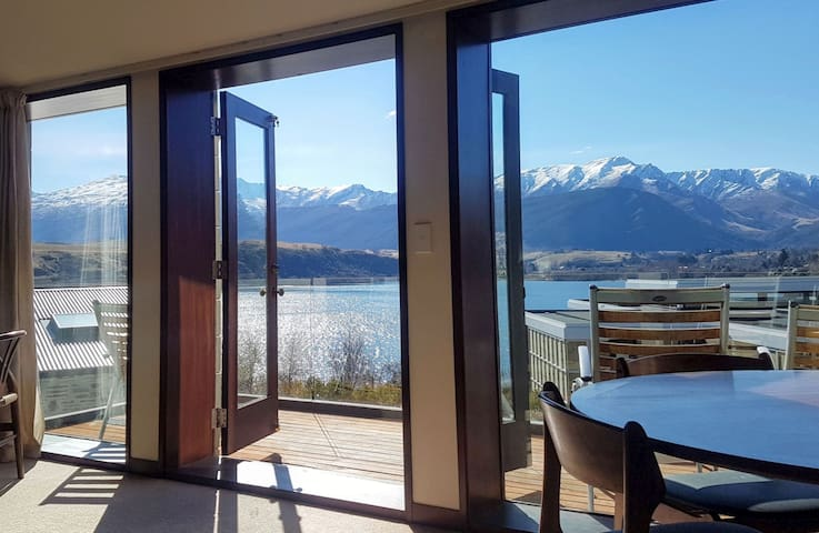 Lake Hayes: sunny 2-bedroom apartment