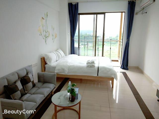 商务舒适安静大床房全景落地窗独立空间42平方米1.5米大床可住2人