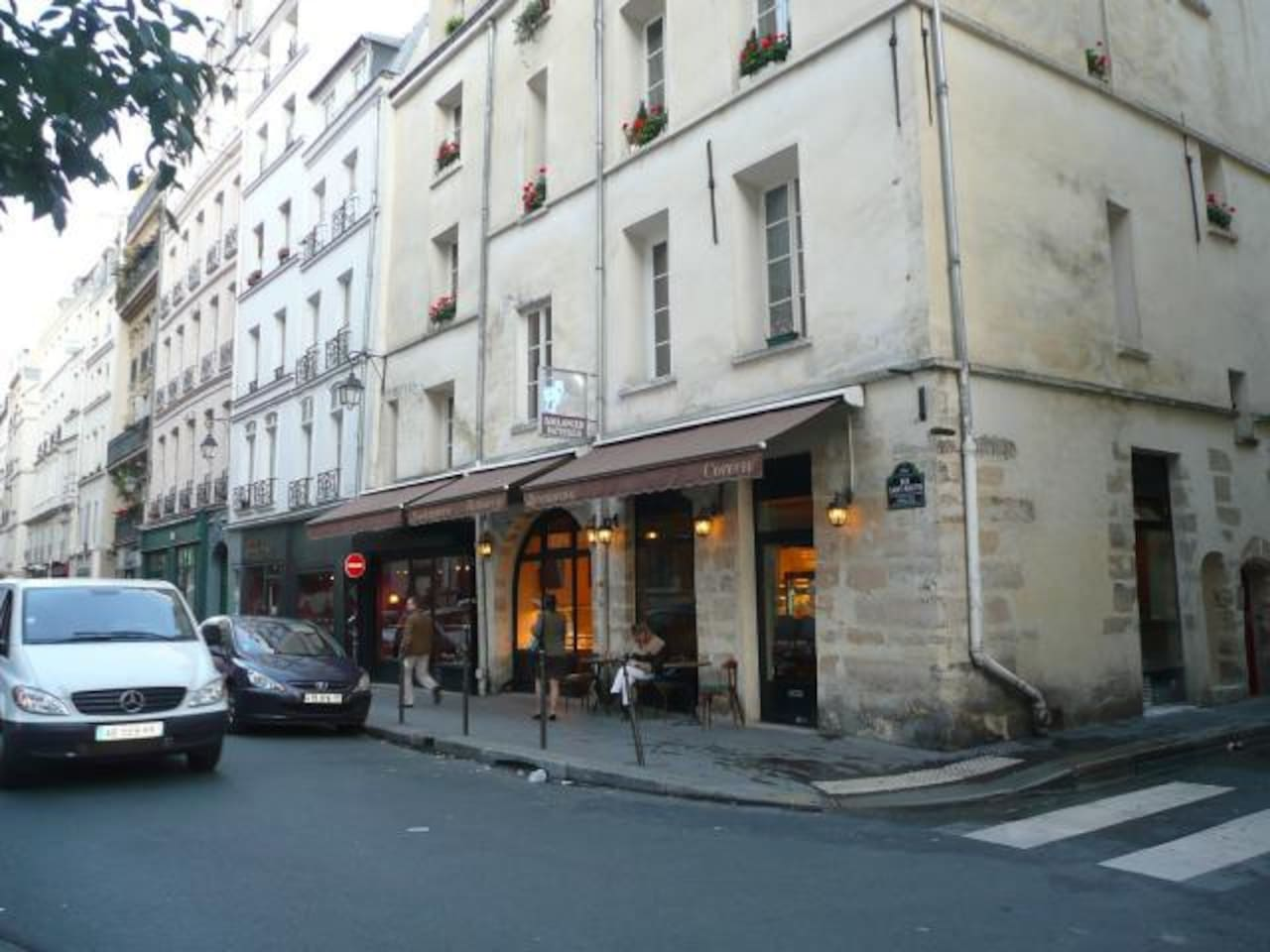 The apartment is located on rue St Martin in the 3rd eme