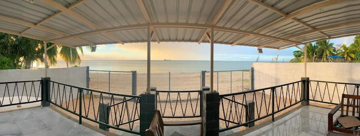 Cosy beach house in Pointe aux Sables