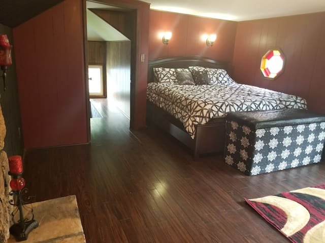 Quiet, safe, and sunlit room! Close to Peoria! #2