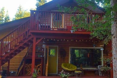 Easy Street Retreat: Cabin