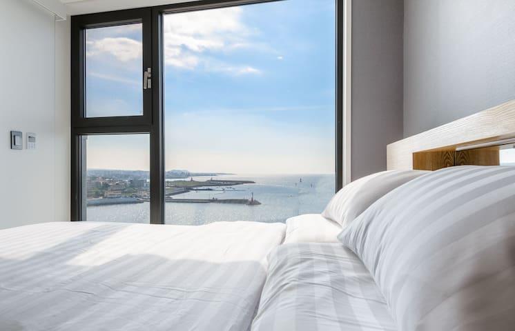 [Hola_bada2] con la ventana de vidrio se ve el mar