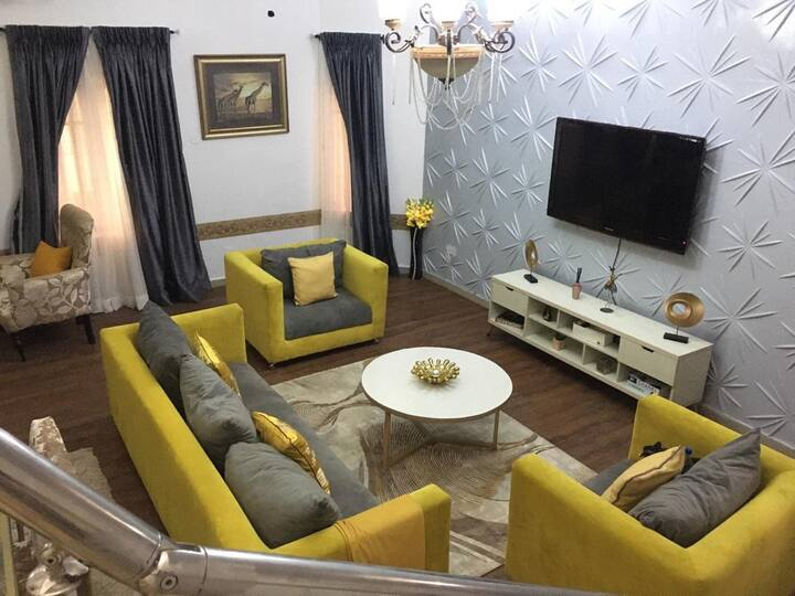 Luxury 2 Bedroom Duplex, with Walk-in Wardrobe