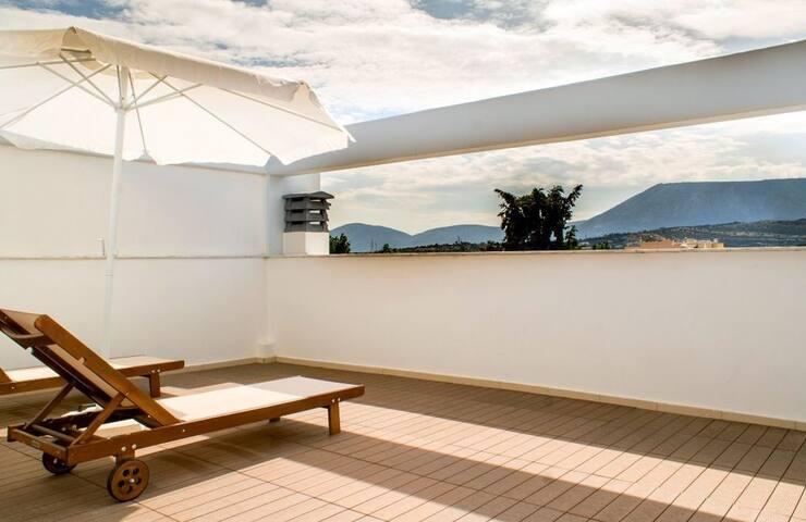 GRSLATH201 - Three levels House in center - Spata - Villa