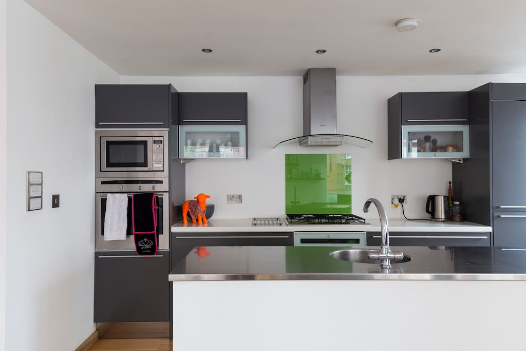 Modern kitchen with new high spec washing machine, dishwasher and oven/microwave