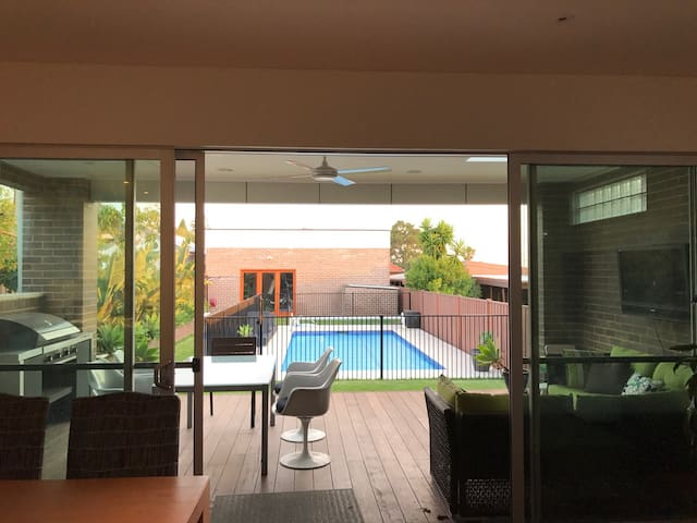 Newly Renovated Home, Pool. Near Kogarah Village. - Bexley - Huis