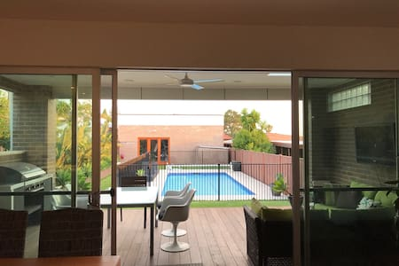 Newly Renovated Home, Pool. Near Kogarah Village. - Bexley - Casa