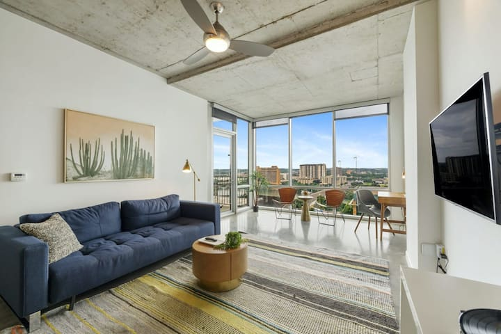 Kasa Austin | 1BD/1BA with Free Parking + Self Check-In + Balcony | 2nd Street