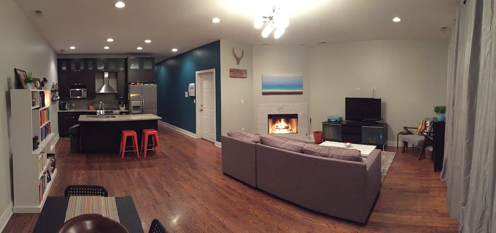 Modern 3 bedroom Chicago condo with rooftop deck! - Chicago - Wohnung
