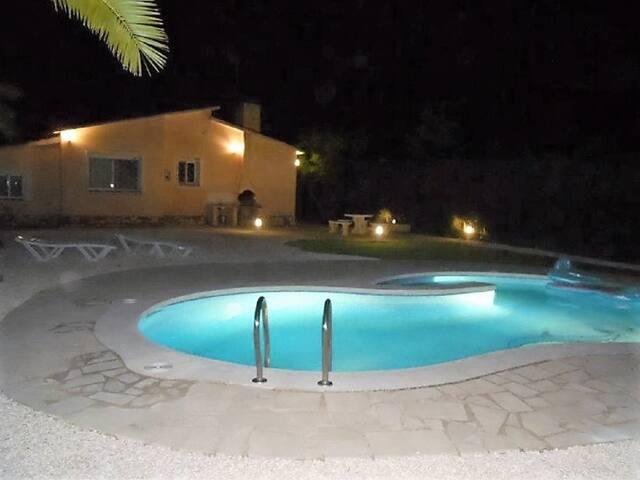 Preciosa Villa cerca de la playa, con piscina