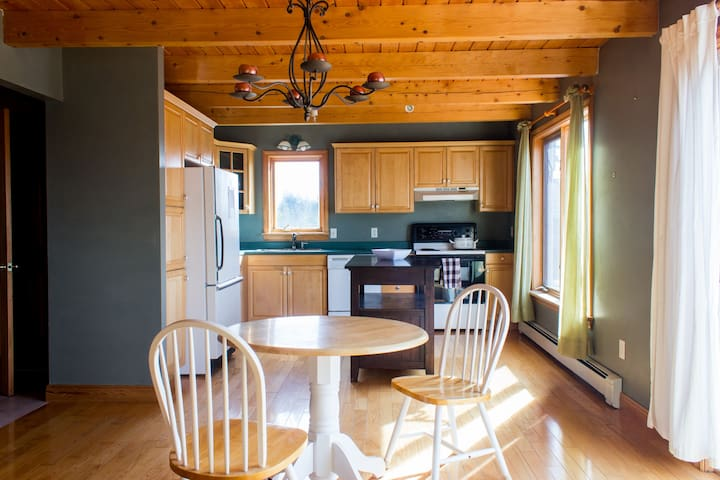 Beachfront House Close to City - Lawrencetown