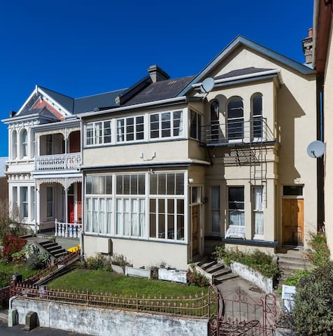 Double Room Dunedin - Central City Location.