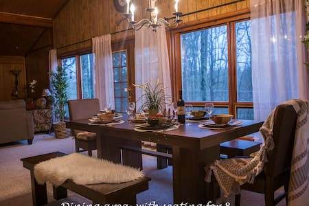 """BROWN CHALET""Alpine LAKE Pocono Mountains Retreat"
