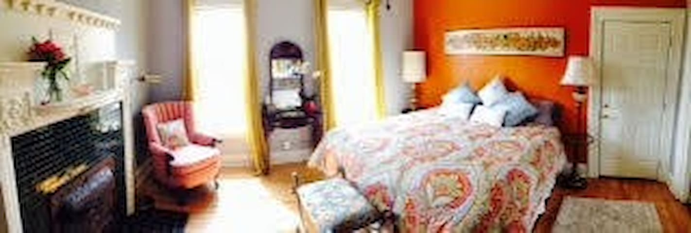 The Muse Gallery Guesthouse - Milwaukee - Bed & Breakfast