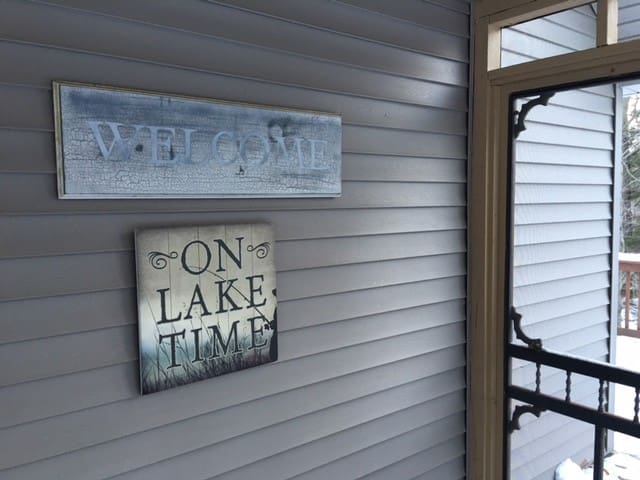 Poconos Lake Region-Hideout Resort Cabin - Lake Township - บ้าน