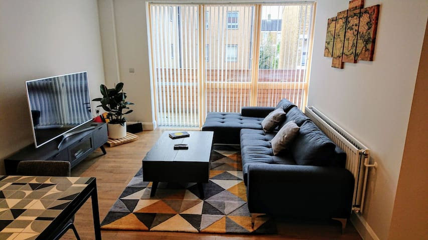 Cozy Double Room - Close to DLR Zone 2