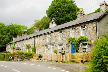 Cosy cottage for relaxing or active holiday - Llanfrothen