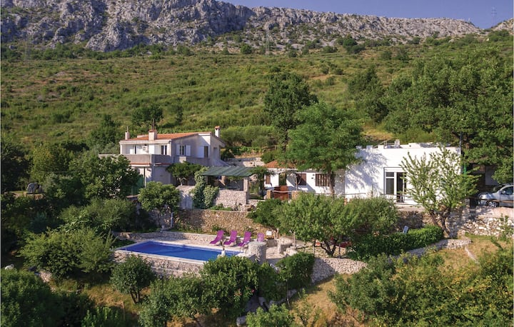 Stunning home in Klis with WiFi and 3 Bedrooms