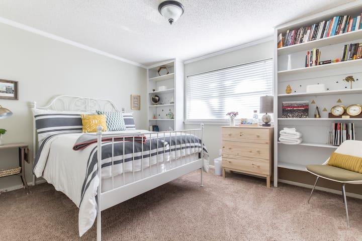 Cozy Private Room w/ Private Bath - Denton