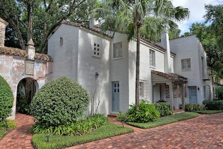 Historic Architecturally Distinctive Apartment - Winter Park