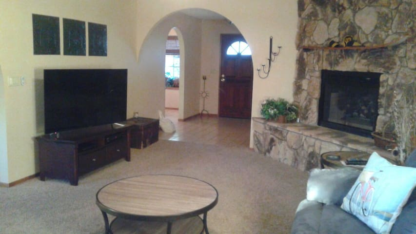 Bullhead City/Laughlin, walking distance to river