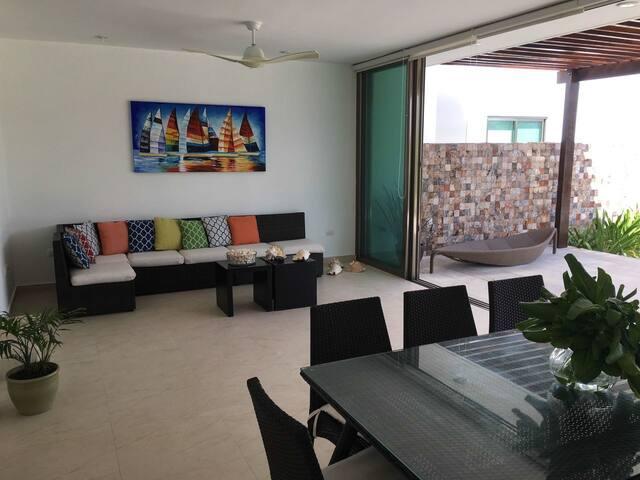 """Beach front Villas """"NeverL4nd"""". Casa Cocodrilo"""
