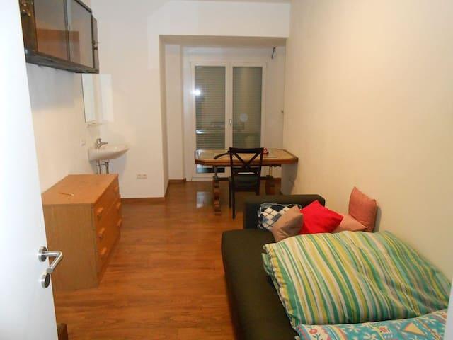 Zimmer mit Waschbecken 2P/stanza con lavandino 2p