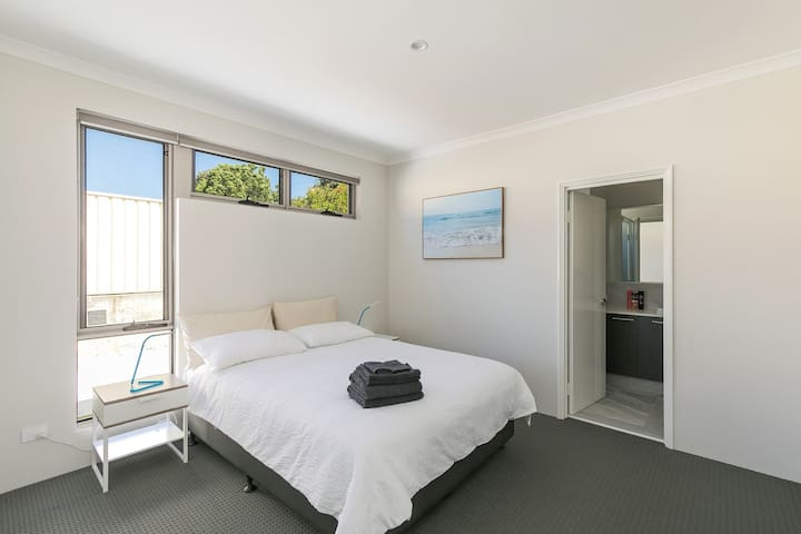 Perth Vacation Home @ Kardinya B