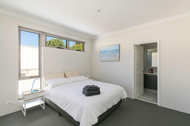 Perth Vacation Home @ Kardinya B
