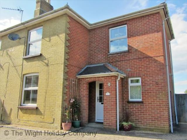 8 High Street Wootton Bridge - Wootton  - Rumah