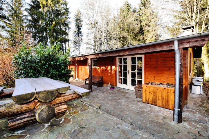 Beautiful authentic chalet with spacious garden, covered barbecue and private fish pond