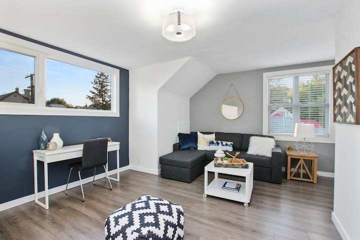 Modern and Cozy! 5min to downtown. Fully furnished