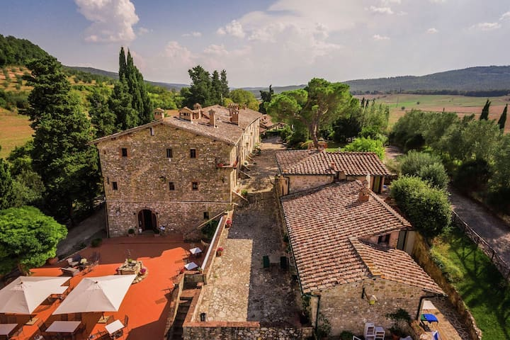 Spacious Holiday Home in Sovicille with Swimming Pool