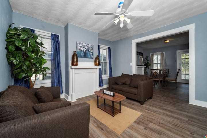 Spacious 3 bdrm Apt in Historical Parkview!