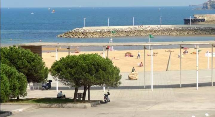 Piso frente al mar en playa Arbeyal (Gijón)