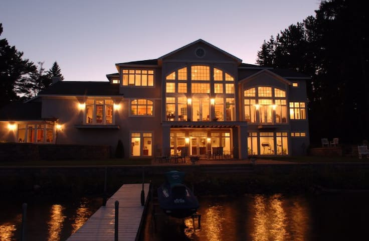 Portage Lake Paradise - Houghton - House