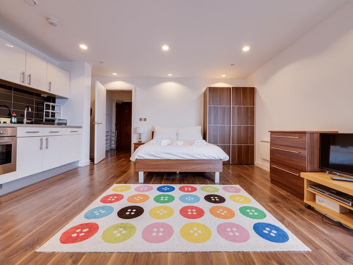 21st Floor Stylish Studio in MediaCity UK, MCR