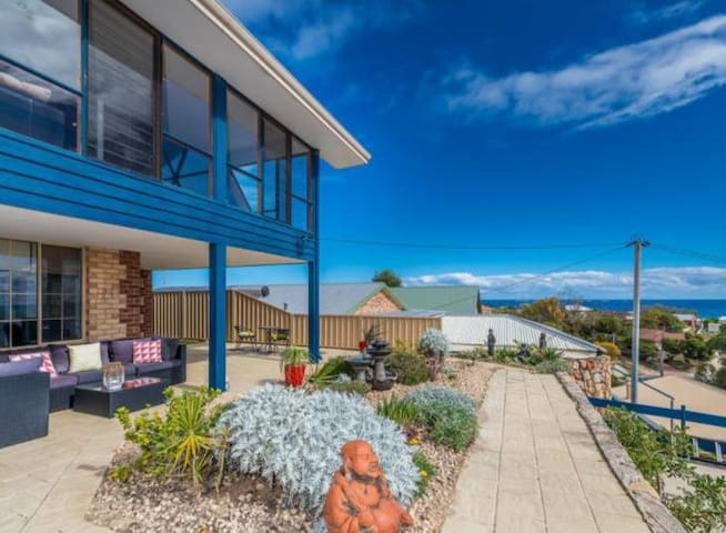 B&B in gorgeous seaview home by the beach
