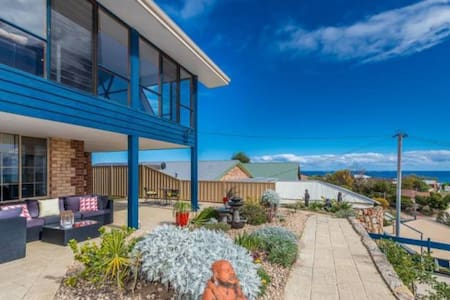Coastal room in gorgeous seaview home by the beach - Quinns Rocks - Bed & Breakfast