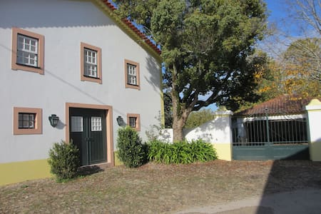 renovated old horse stables as cozy cottage - Vila Nova de Poiares - 小屋