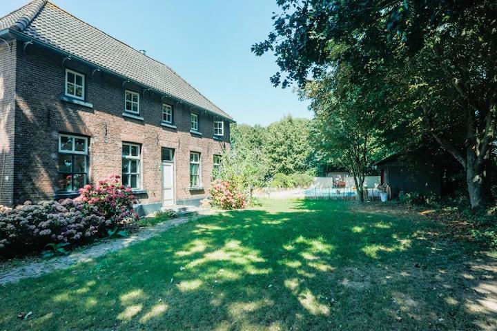 Gezellige woonboerderij met zwembad nabij Nijmegen